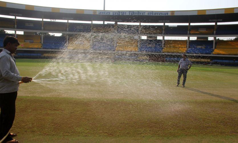 बारिश होते ही 10 मिनट में ढक जाएगा मैदान