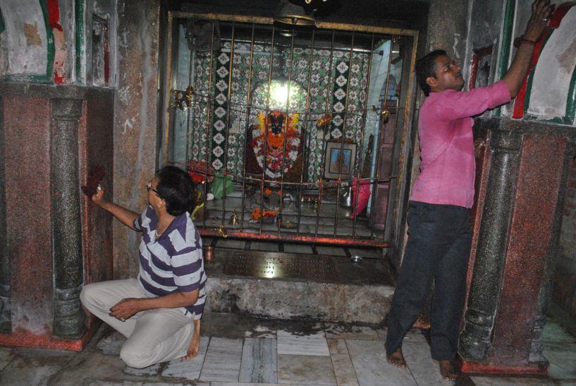 सज गये देवी दरबार, बाजारों में दिखी भारी भीड़