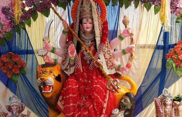 शारदीय नवरात्र शुरू, मंदिरों में जय माता की गूंज