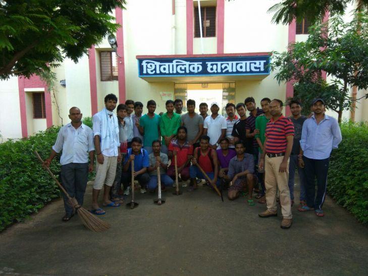 गांधी जयंती पर पर बीएचयू के दक्षिणी परिसर में चला स्वच्छता अभियान