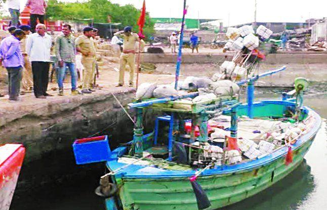 मछुआरे व पाकिस्तानी बोट को पोरबंदर लाए