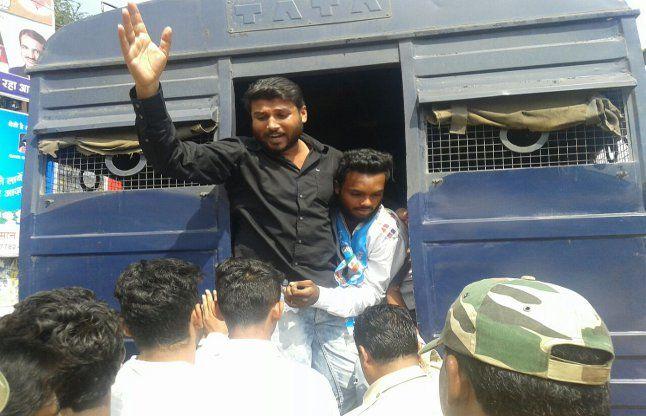 बुरगुम मुठभेड़ पर मौन रैली निकालते 17 एनएसयूआई कार्यकर्ता हिरासत में