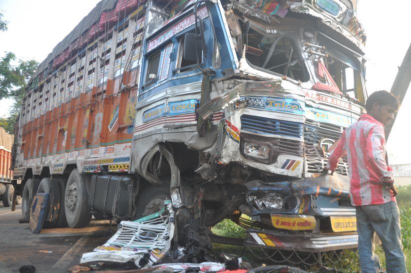 दो दुर्घटना में एक की मौत, तीन घायल