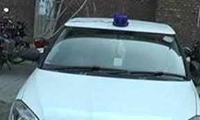 OMG नीली बत्ती लगी गाड़ी पर ही कर दिया हाथ साफ