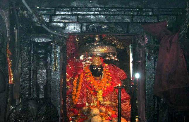 OMG! यहां रूप बदलती है आदिशक्ति, दशहरे पर दुर्गा तो दीवाली पर लक्ष्मी की पूजा