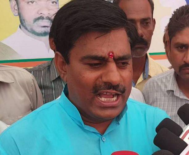 विधायक ने केजरीवाल को दी 'गाली', BJP ने कहा- मर्यादा की सीमा न लांघें