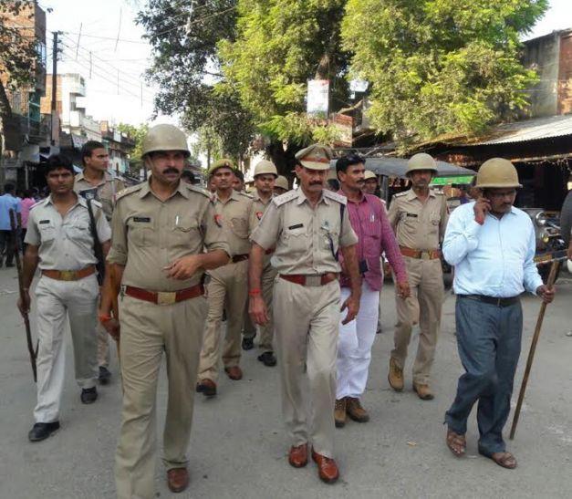 शांति व्यवस्था के लिए पुलिस ने किया रूट मार्च
