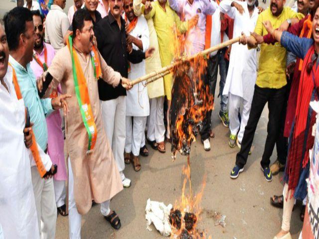 राहुल के बयान पर नाराज भाजपाइयों ने पुतला फूंक जताया विरोध