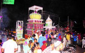 मोहर्रम : हुसैन की याद में निकाला मातमी जुलूस