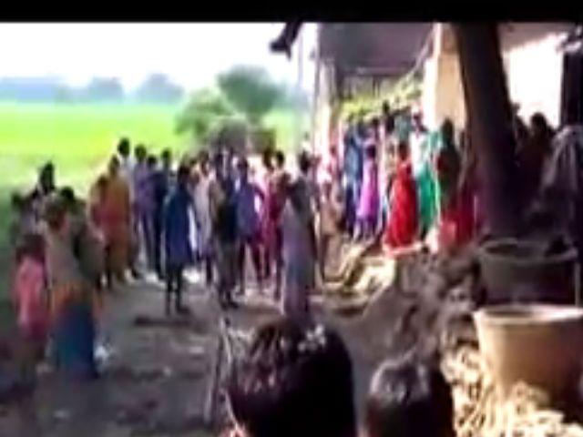 जमीन विवाद में खून की प्यासी हुईं दो पक्ष की महिलाएं, जमकर चले लाठी-डंडे और ईंट पत्थर, देखें वीडियो