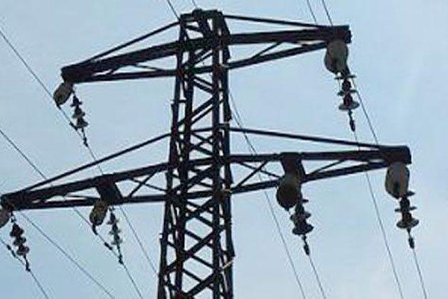 बिजली की मांग: सैकड़ों ग्रामीणों ने किया सड़क जाम
