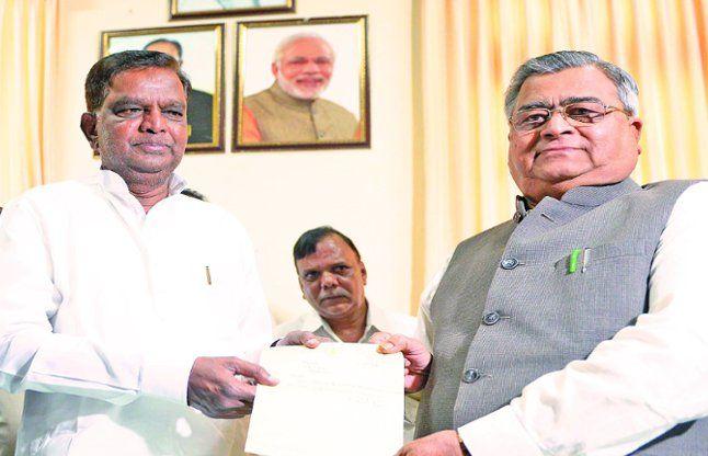 पूर्व मंत्री श्रीनिवास प्रसाद ने दिया विस से इस्तीफा