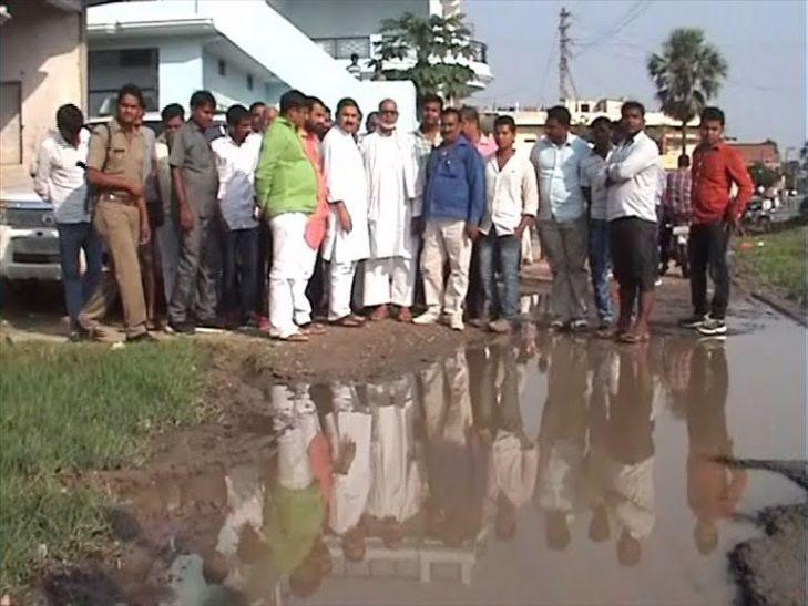 बाढ़ और बारिश के पानी से बढ़ी लोगों की मुश्किलें