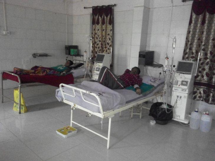 उपचार के दौरान ही गुल हो गई बिजली