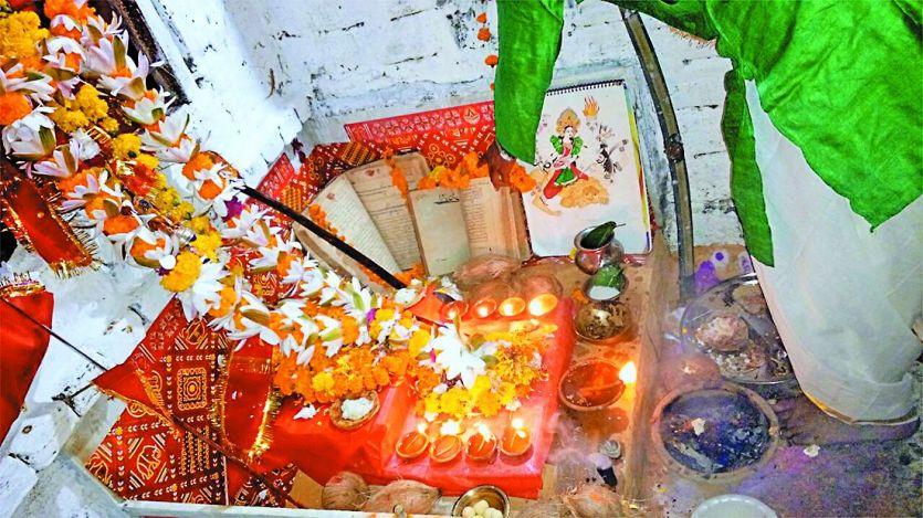 यहां हिंदू परिवार में आज भी पढ़ी जाती है उर्दू में गीता और रामायण