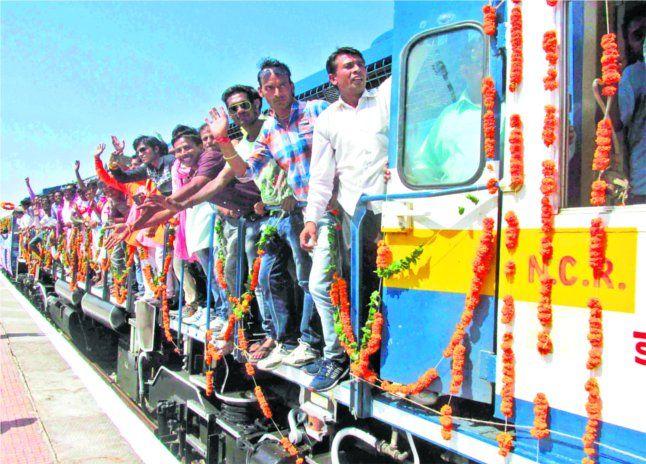 टीकमगढ़-छतरपुर- खजुराहो तक चली ट्रेन, उमा बोलीं- वादा हुआ पूरा