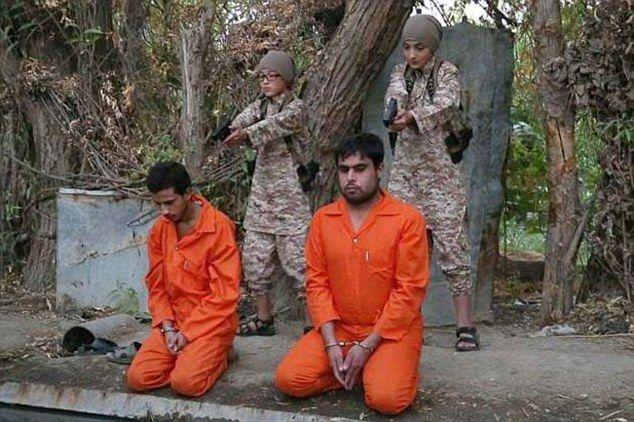 ISIS ने मासूम बच्चों से 'कैदियों' के सिर पर मरवाई गोली, तस्वीरें वायरल