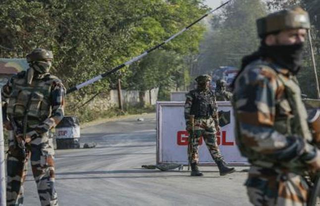 कश्मीर: 700 घरों में तलाशी अभियान, चीनी झंडा मिला, 44 गिरफ्तार