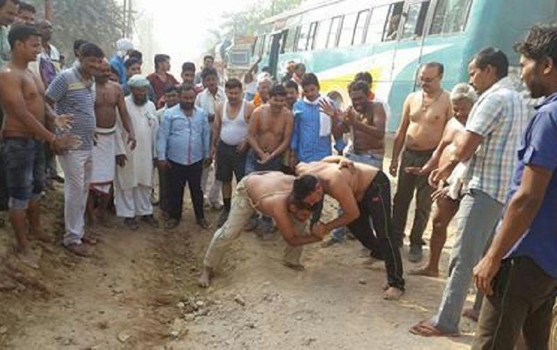 UP के गाजीपुर में नेशनल हाइवे पर क्यों हुआ दंगल, जानकर हैरान रह जाएंगे