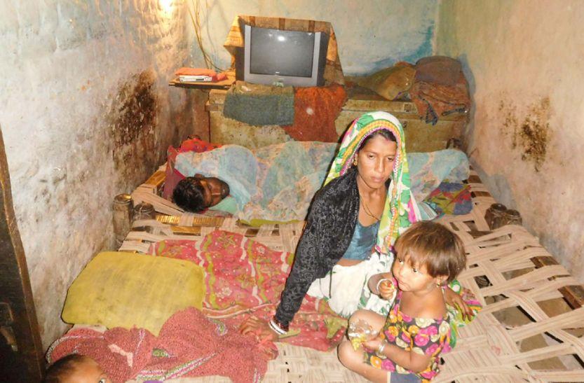 डोंगर में बुखार का प्रकोप दर्जनों बीमार, स्वास्थ्य टीम पहुंची गांव
