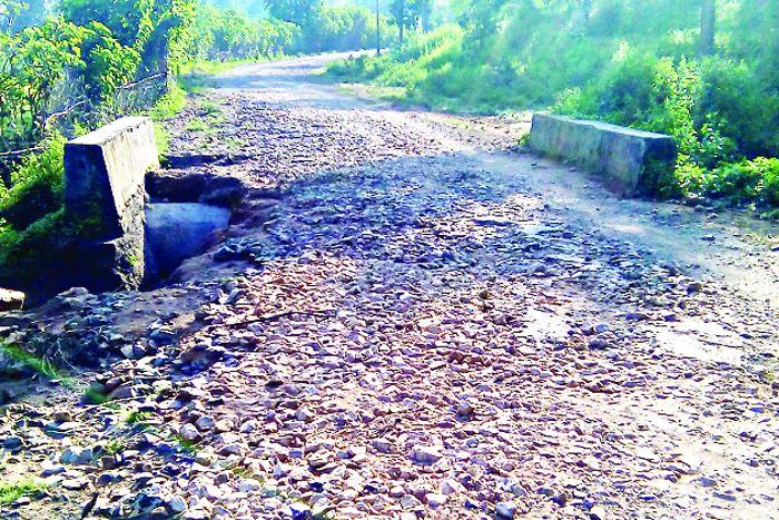 CM के जिले की सड़के बदहाल, ऐसे में आखिर कैसे होगा वनांचल क्षेत्रों का विकास
