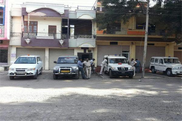 सुसनेर में सहकारी संस्था प्रबंधक के घर लोकायुक्त का छापा