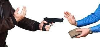 पुलिस चौकी के पास व्यापारी से आठ लाख की लूट