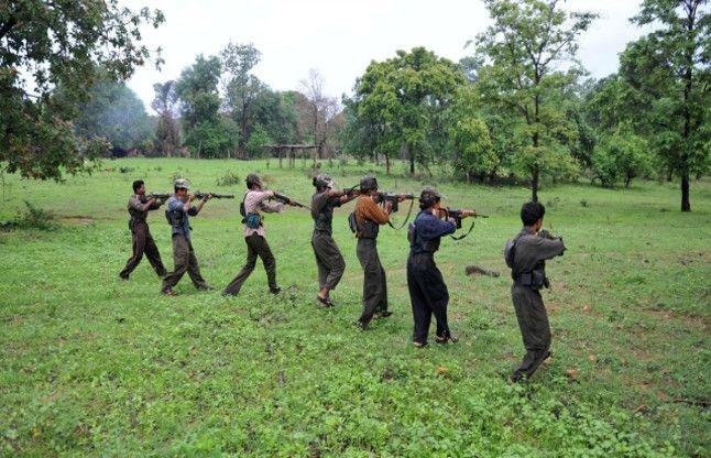 पुलिस और नक्सलियों के बीच मुठभेड़, चार कोबरा जवान घायल