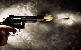 वाराणसी में बीच शहर चली गोली