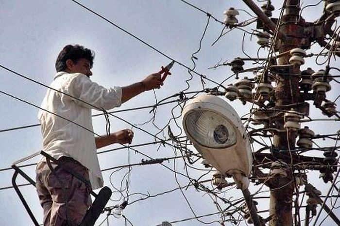 सावधान: बिजली चोरी की जांच कर सकती है पुलिस