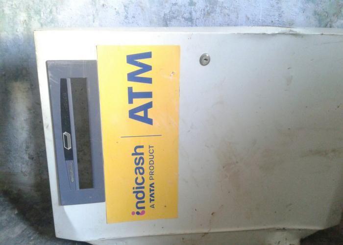 रात भर चाेराें ने उखाड़ा ATM, सुबह देखा ताे उड़ गए होश