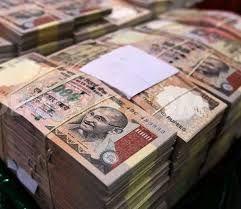 नोटबंदी के बाद कारों और कूड़ेदानों से बरामद हो रहे हैं करोड़ों रुपये