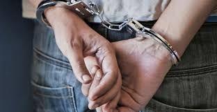 लूटी गई बाइक व असलहे के साथ दो बदमाश गिरफ्तार