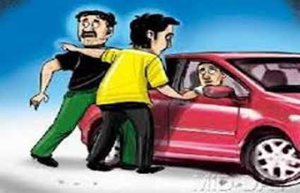 सावधान: नोएडा में कार चलाते हैं तो जानिए लुटेरों का ये तरीका