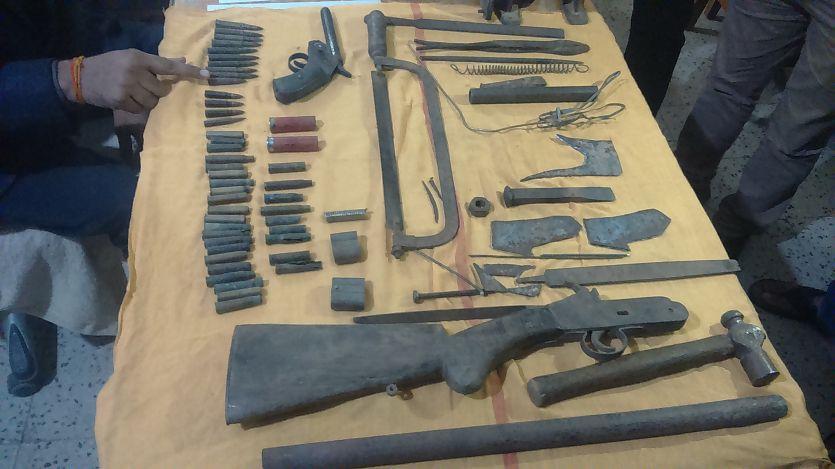 हथियार बनाने की सामग्री, कट्टा,अधिया व कारतूस जब्त
