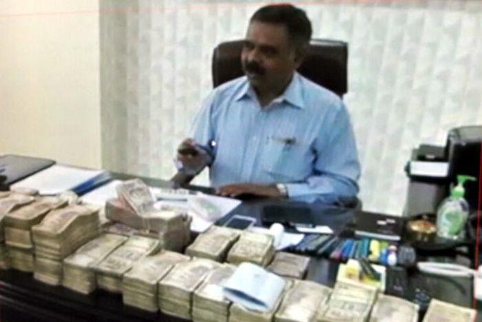 IT Raid: ट्रांसपोर्टर के होटल में मिले 93 करोड़ की संपत्ति के दस्तावेज