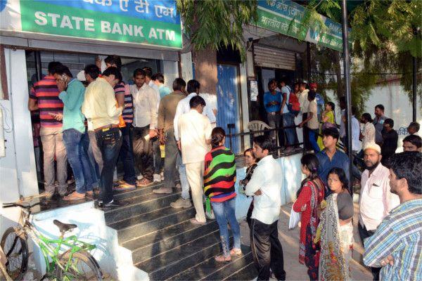 बैंक नहीं लगा रहे स्याही, किसान-शादी वालों को भी नहीं दी जा रही जानकारी