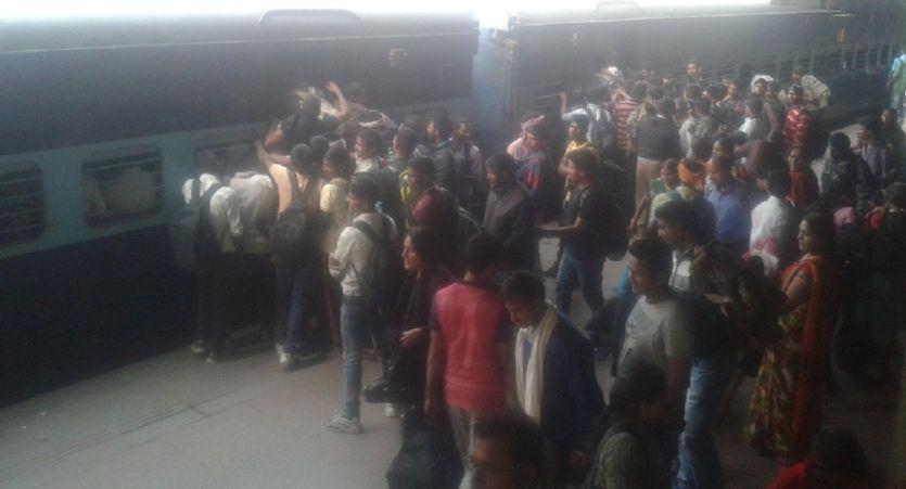 नोटबंदीः बेरोजगार हुए परदेशी, खाली हाथ लौट रहे अपने घर
