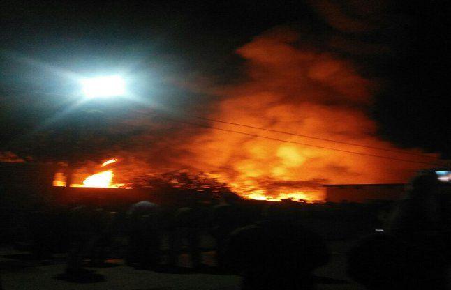 कबाड़ गोदाम में लगी ऐसी भयानक आग, दमकल गाडिय़ों को लगाने पड़े 12 फेरे