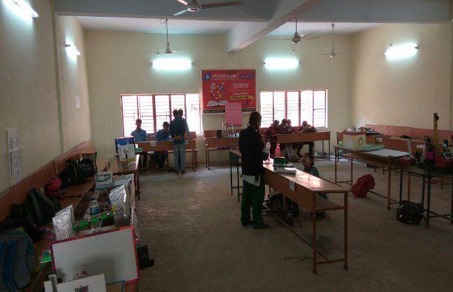 विधायक के निकलते science exhibition में फटी बैटरी, छात्रा झुलसी