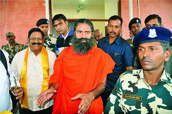 बाबा रामदेव ने नोटबंदी को बताया कड़वी दवा, बोले 'मोदी के साथ है जनता'