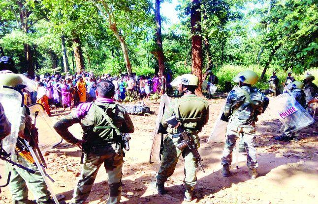 मुठभेड़ को बताया फर्जी, ग्रामीणों ने कहा- पुलिस ने घर से निकालकर मारा बालसिंग को