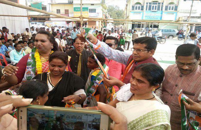 रजनी यादव किन्नर ने करवाया 125 महिलाओ को कांग्रेस प्रवेश