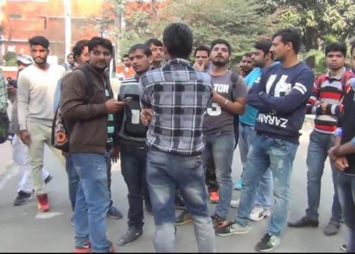 VIDEO:मेरठ कॉलेज में चली दनादन गोलियां मचा हड़कंप, एक छात्र घायल