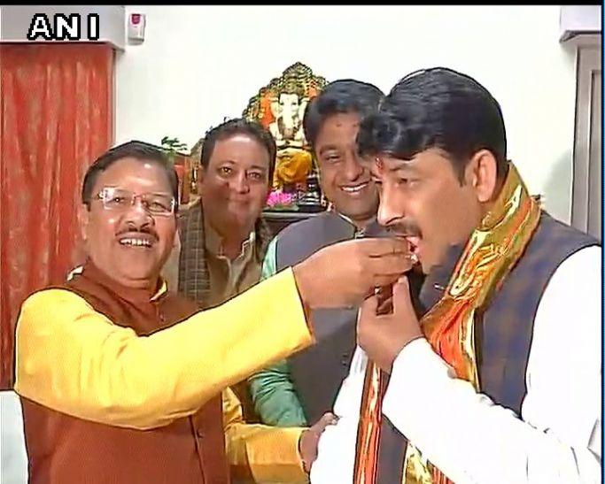 लोक गायक से BJP स्टेट प्रेसिडेंट तक, कुछ ऐसी है मनोज तिवारी की जर्नी