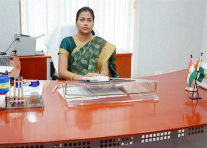DM निधि केसरवानी ने अधिकारियों के रोक दिए वेतन, सरकारी बाबुओं के उड़े होश