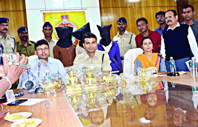 लाखों की मूर्ति चोरी कर भागे सगे भाइयों को पुलिस ने कर्नाटक में धर दबोचा