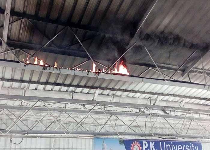 स्टेशन पर अचानक लगी आग से मचा हड़कम्प