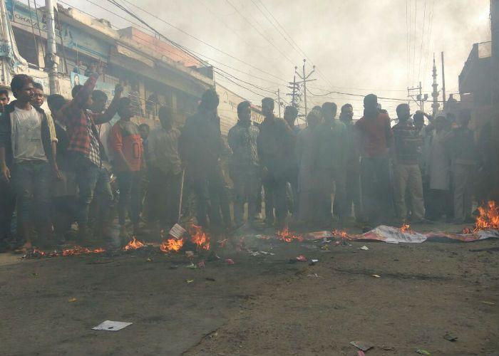 Breaking बैंकों में कैश खत्म, पब्लिक गुस्से में, पूरा शहर जाम, मोदी के पुतले फूंके