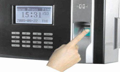 किस काम की Biometric! बिना अंगूठा दबाए ही Teacher ले रहे पूरे महीने का वेतन